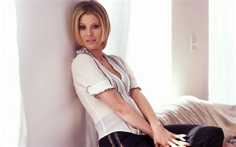 julie bowen measurements height weight bra size body 112 best facts about famous women images on pinterest