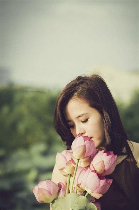 photo gratuite bouquet de fleurs jeune fille image