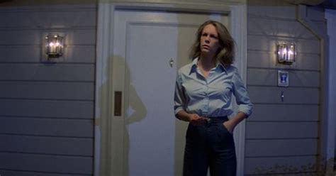 jamie lee curtis in new halloween movie jamie lee curtis confirms halloween presence at sdcc