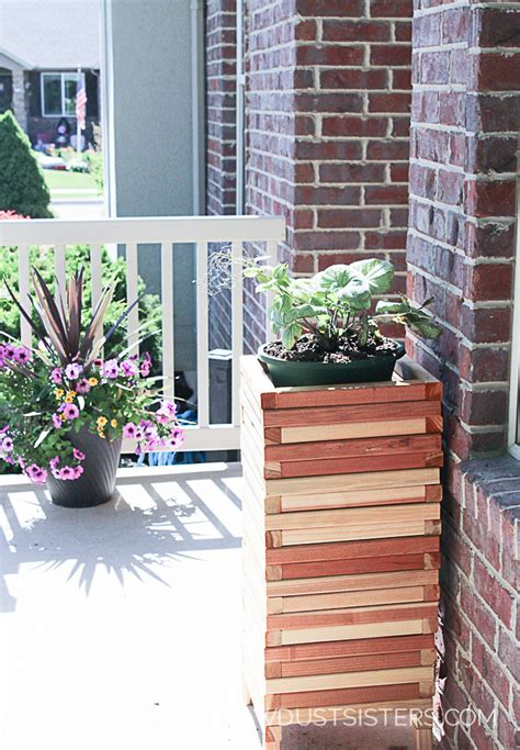 Diy Modern Planter by Easy Diy Modern Wood Planter Sawdust
