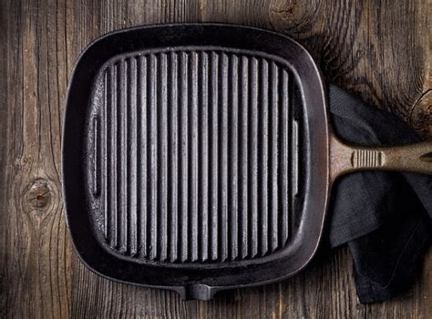 10 reasons why you should only cook with cast iron pans