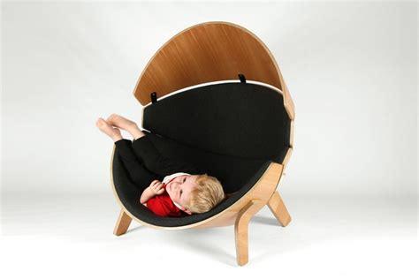 fauteuil chambre enfant un fauteuil enfant en bois l endroit cachette pour vos