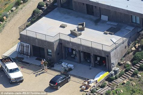 bruce jenner house bruce jenner is spotted moving into secluded malibu home daily mail online
