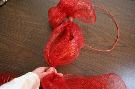 unique mesh ribbon christmas wreath wreaths pinterest