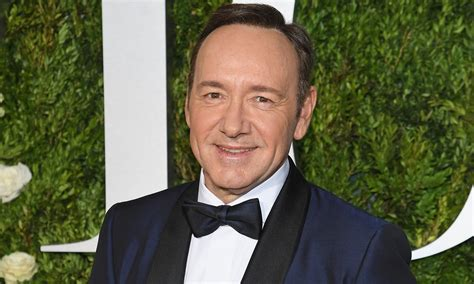kevin spacey apologizes after being accused of sexual
