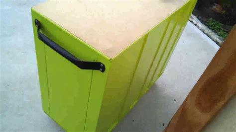 Sprei V Mac painting a tool box