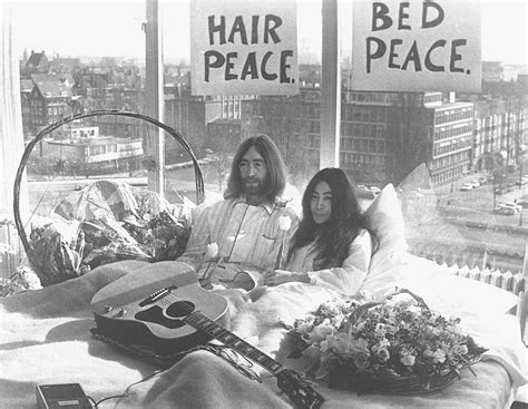 john lennon bed in il bed in di john lennon e yoko ono foto 1 di 6