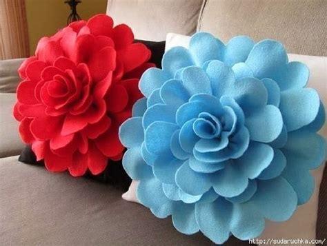 diy felt flower pillow the idea king
