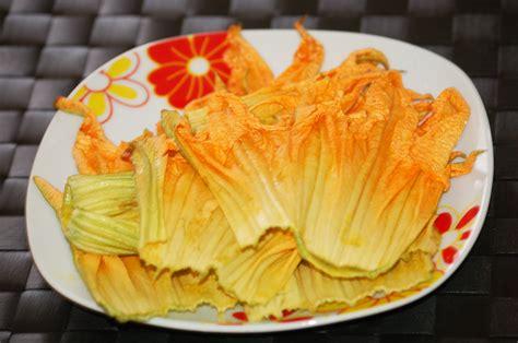 pastella per fiori di zucca con uovo pastella con uovo e birra a tavola con elvezia