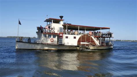 boat r yarrawonga the cumberoona paddle steamer on the murray river