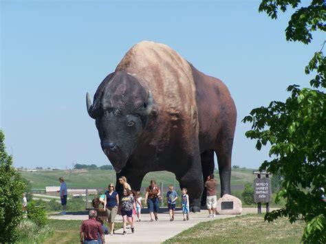 world largest file world s largest buffalo monument 2009 jpg wikimedia commons