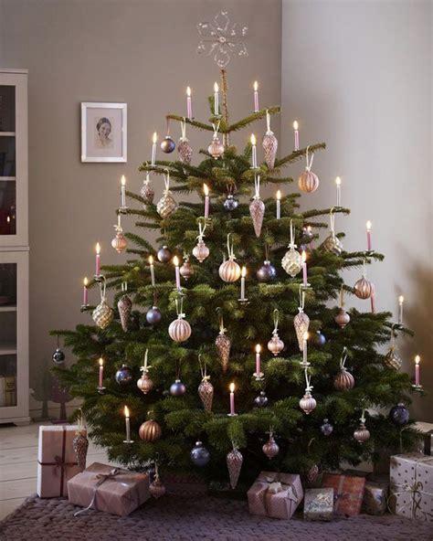 festlich wir dekorieren den christbaum romantisch