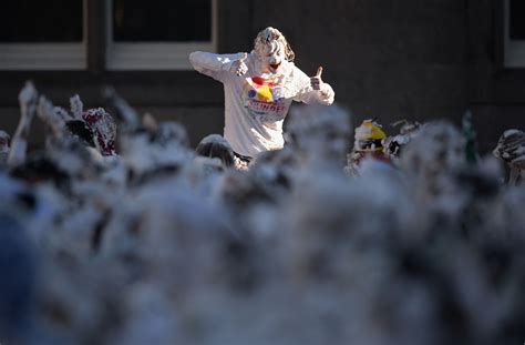 st andrews students kickstart freshers week with giant foam fight est100 一些攝影 some photos foam st andrews university 泡沫