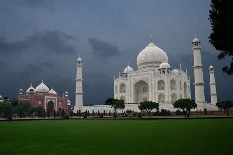 taj mahal a history from beginning to present books taj mahal wallpaper photos pictures images history