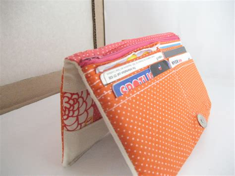 Patchwork Tutorials - patchwork y bifold wallet tutorial all wrapped up