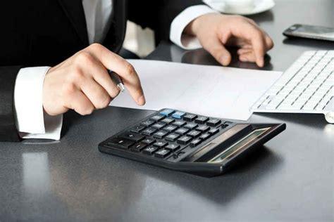 le de bureau banquier un banquier r 233 v 232 le enfin 224 quoi correspondent les 171 frais