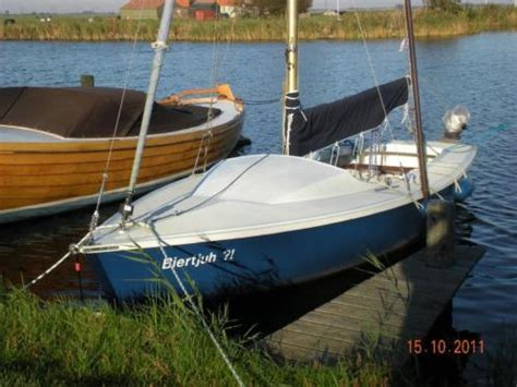 trailer open zeilboot varuna 600 open zeilboot met rolfok bbm en trailer