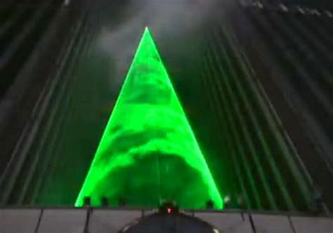 laser xmas tree in tokyo no need for needles technabob