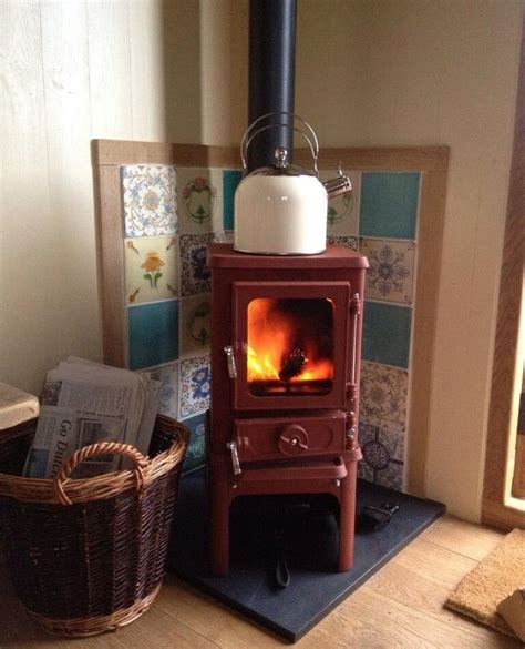 Wood Burner For Small Fireplace by Best 25 Small Wood Stoves Ideas On Tiny House