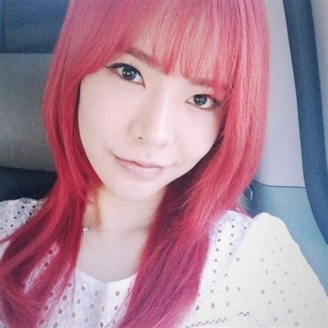 snsd sunny new hair 2015 girls generation sunny unveils her new red hair ahead of
