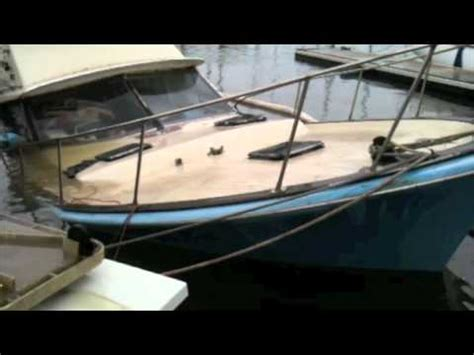 fishing boat sinks fishing boat sinks in honolulu hawaii youtube