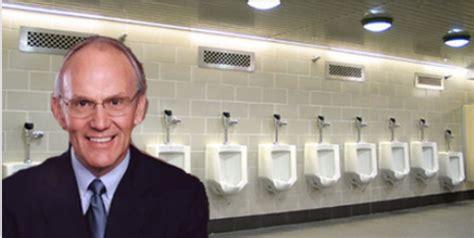 larry craig bathroom disgraced gop senator larry craig claims trip to airport bathroom where arrest took place was