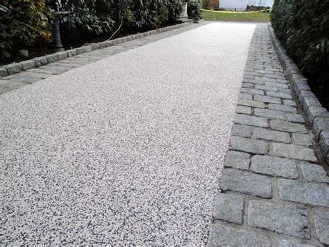grey resin bound aggregate with wide sett trim gravel