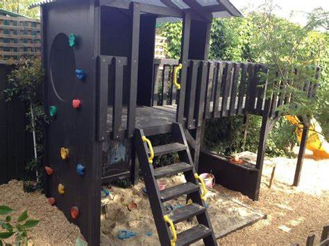backyard play fort best 10 backyard fort ideas on pinterest tree house deck diy tree house and play yards
