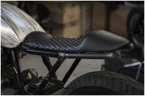 cafe racer seat upholstery 1000 images about kanapy motocyklowe on pinterest