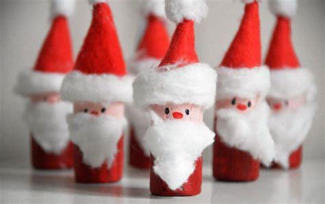 christmas decorations to make at home for kids lavoretti di natale con tappi di sughero 15 semplici idee