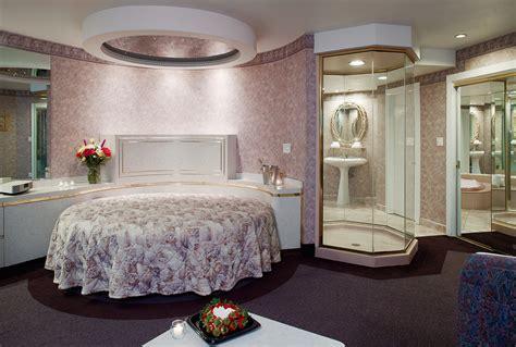 poconos themed hotel couples retreat in the poconos cove haven resorts