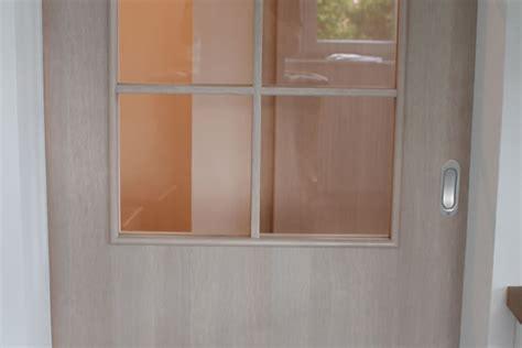 schiebetür mit glasausschnitt mistele holz parkett laminat t 252 ren in glas u holz