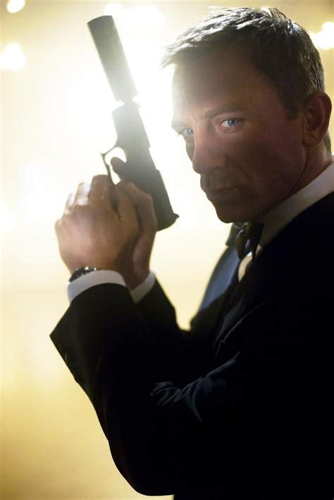 film james bond avec daniel craig james bond 23 officially titled skyfall new details