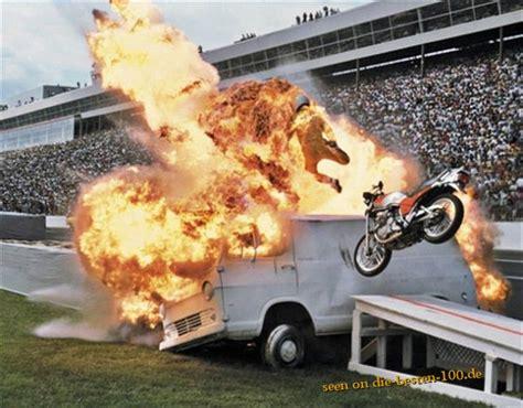 Quad Gefährlicher Als Motorrad gefaehrlich gef 195 164 hrlicher motorrad stunt durch flammen