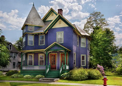 House Victorian Waterbury Vt There Lived An Old Lady Who Lived In A House