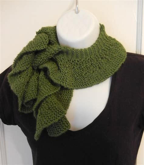 pattern for knitted scarf with ruffle knit ruffle scarf pattern by heather castle castle creations