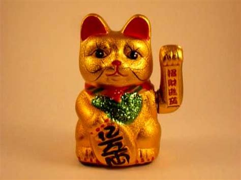 chinese cat swinging arm lucky cat waves you good luck guaranteed youtube