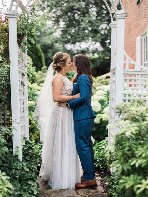 how to have a backyard wedding how to have a backyard chic wedding day