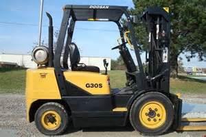 Daewoo Forklift 1 Daewoo G30s 3l Lp Gas Forklift 6 000 Lbs 1999
