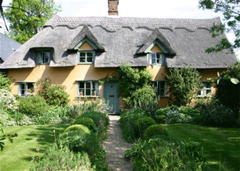 15th century thatched cottage in suffolk country