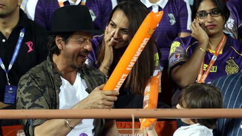gl ang kkr team image shah rukh khan has fun with son abram in gl vs kkr ipl