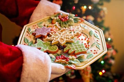 santa plate  cookies  photo  pixabay