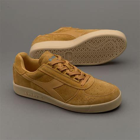 Sepatu Basket Merek Diadora sepatu sneakers diadora b elite suede beige