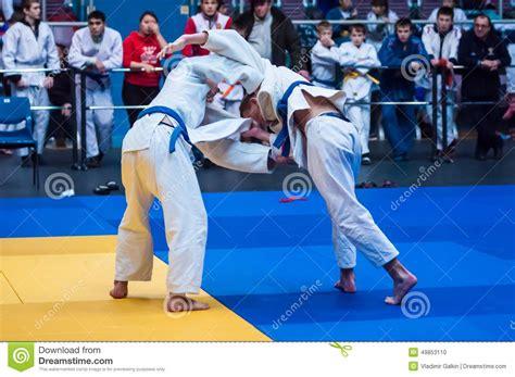 2 russian guys fighting