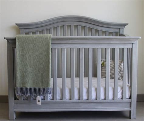 Paint Crib White by 25 Best Ideas About Painted Cribs On Crib