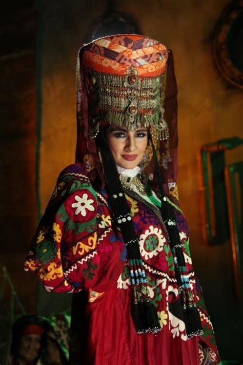 uzbek traditional clothing uzbekistan clothes tyubiteika uzbek tribal clothes ethnic textiles suzani dress