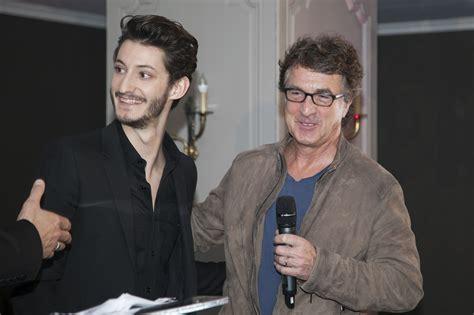 françois cluzet et son fils photo de pierre niney photo promotionnelle fran 231 ois