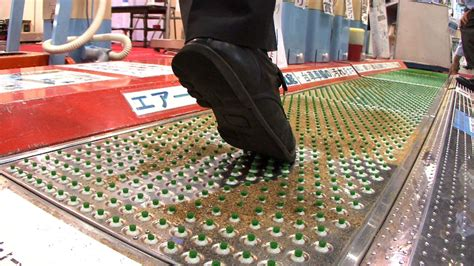 Disinfectant Mat For Cleaning Shoes - suction mat cleans shoe soles diginfo