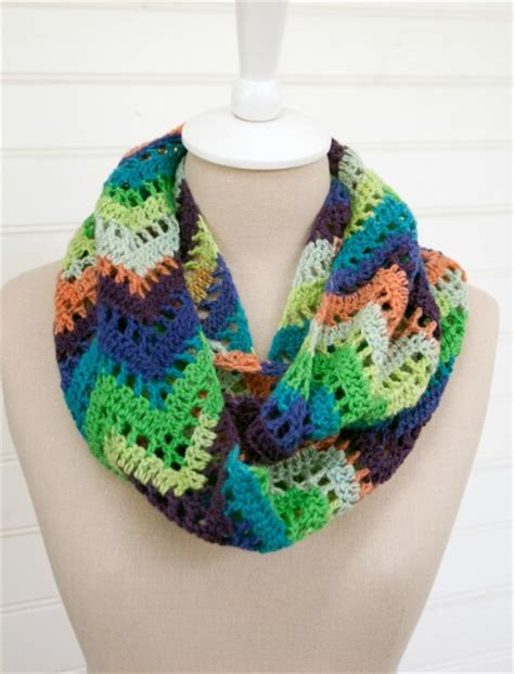 pattern for crochet infinity scarf learn how to crochet a cowl and infinity scarf