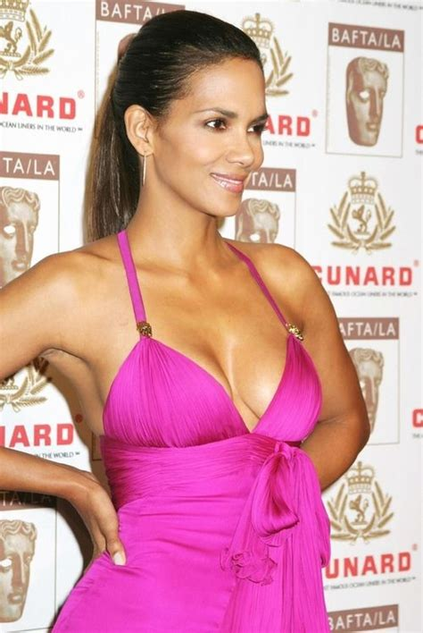 Halle Berry Is Bossy by Best 25 Halley Berry Ideas On Halle Berry